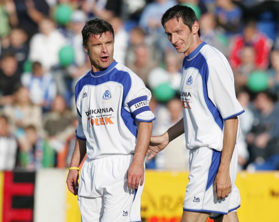 Krzysztof Warzycha i Dariusz Gęsior w pokazowym meczu w 2005 roku.