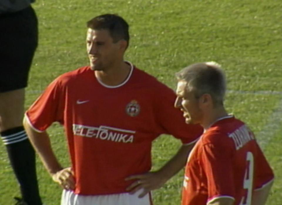 Marcin Kuźba i Maciej Żurawski podczas meczu Glentoran FC - Wisła Kraków 0:2 (15.08.2002).
