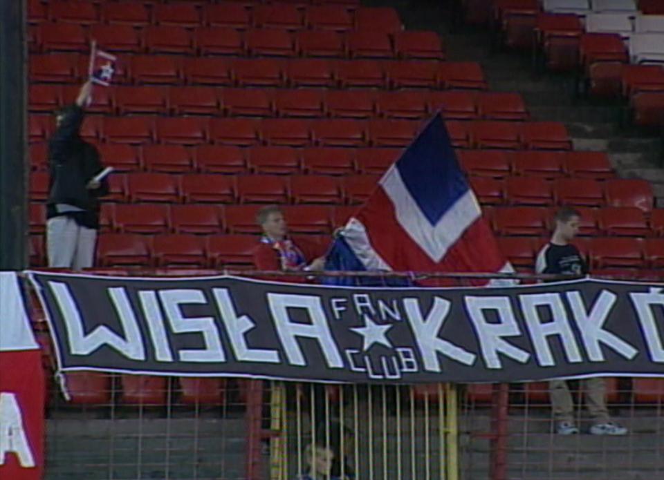 Kibice Wisły podczas meczu Glentoran FC - Wisła Kraków 0:2 (15.08.2002).