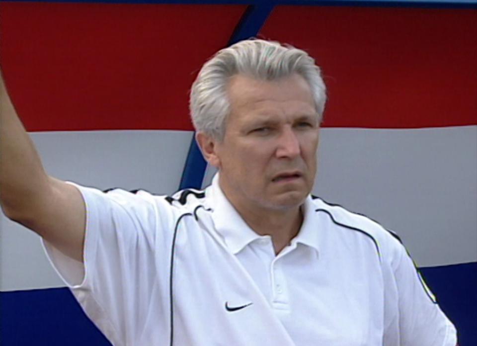 Henryk Kasperczak podczas meczu Wisła Kraków - Glentoran FC 4:0 (29.08.2002).