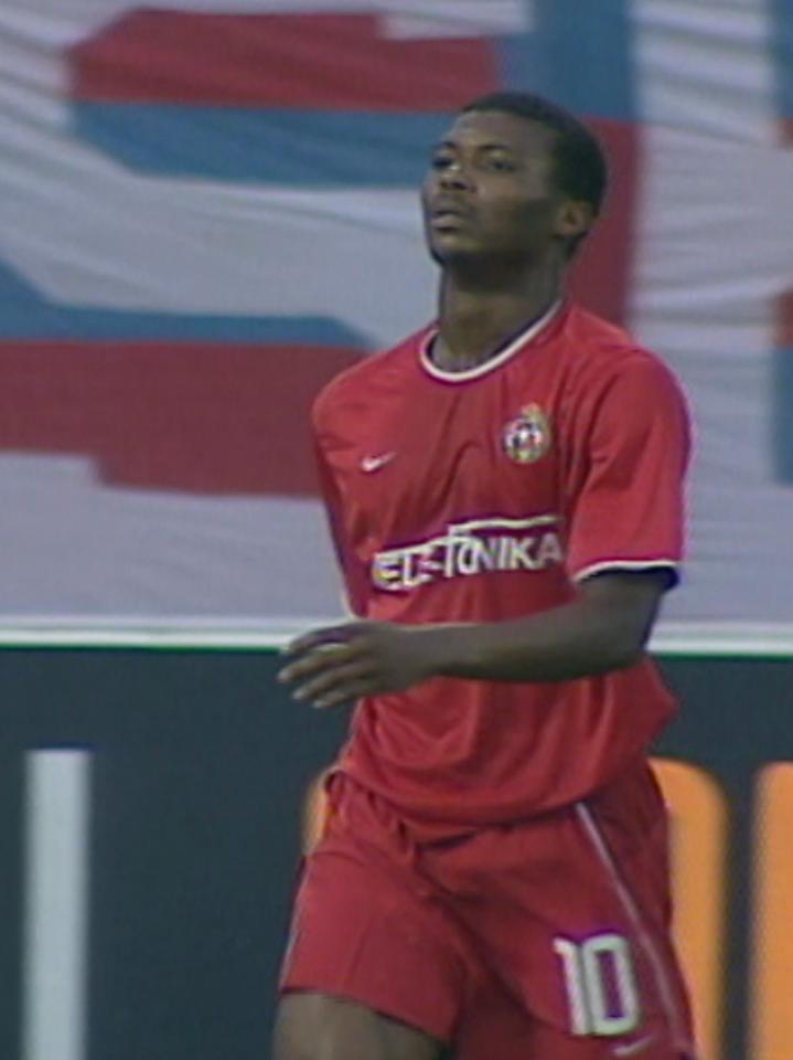 Kalu Uche podczas meczu Wisła Kraków - Glentoran FC 4:0 (29.08.2002).