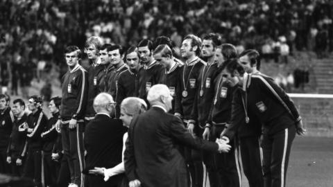 Reprezentacja Polski odbiera złote medale igrzysk olimpijskich w 1972 roku.