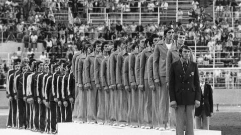 Finaliści piłkarskiego turnieju olimpijskiego w Montrealu podczas hymnu NRD. Polacy wysłuchali Mazurka Dąbrowskiego cztery lata wcześniej w Monachium.