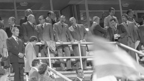 Prezydent Argentyny Jorge Rafael Videla na trybunach stadionu w Rosario.