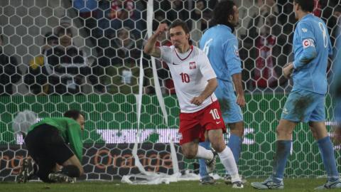 Marek Saganowski po strzeleniu gola.