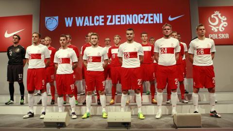 Prezentacja nowych strojów reprezentacji Polski z 2011 roku (koszulki bez orzełka).