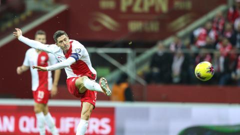 Robert Lewandowski podczas meczu Polska - Słowenia 3:2 (19.11.2019).