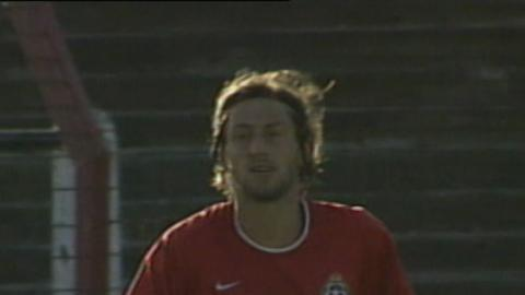 Kamil Kosowski podczas meczu Glentoran FC - Wisła Kraków 0:2 (15.08.2002).