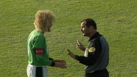 Chris Walker podczas meczu Glentoran FC - Wisła Kraków 0:2 (15.08.2002).