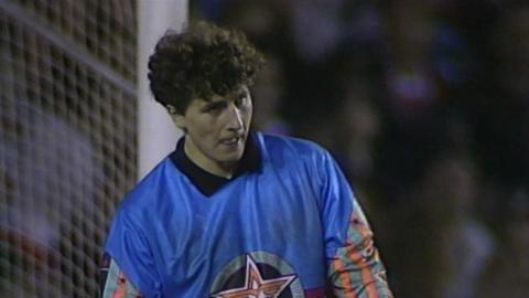 Zbigniew Robakiewicz podczas meczu Manchester United - Legia Warszawa 1:1 (24.04.1991).