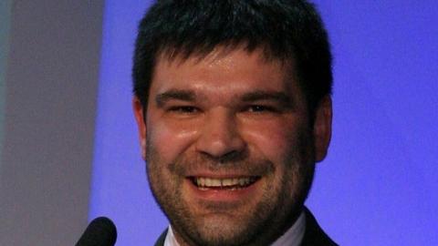 """Adam Godlewski, dziennikarz tygodnika """"Piłka Nożna"""" w 2004 roku."""